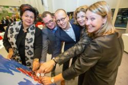 2014 12 12 Gemeenten Midden-Holland zetten symbolische handtekening voor inkoop zorg wmo en jeugdhulp