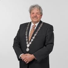 De commissaris van de Koning heeft de heer T.P.J. Bruinsma per 1 januari 2015 benoemd als waarnemend burgemeester. Tot het moment waarop de vacature is vervuld, blijft de heer Bruinsma waarnemend burgemeester.